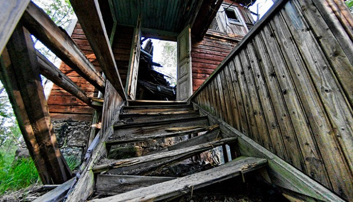 Some Thoughts on the Missing Stair Analogy